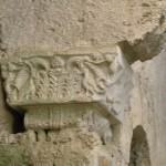 1280px-Siracusa,_neapolis,_cripta_di_san_marciano,_capitello_02
