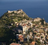 1280px-Taormina_Castello_and_Madonna_della_Rocca