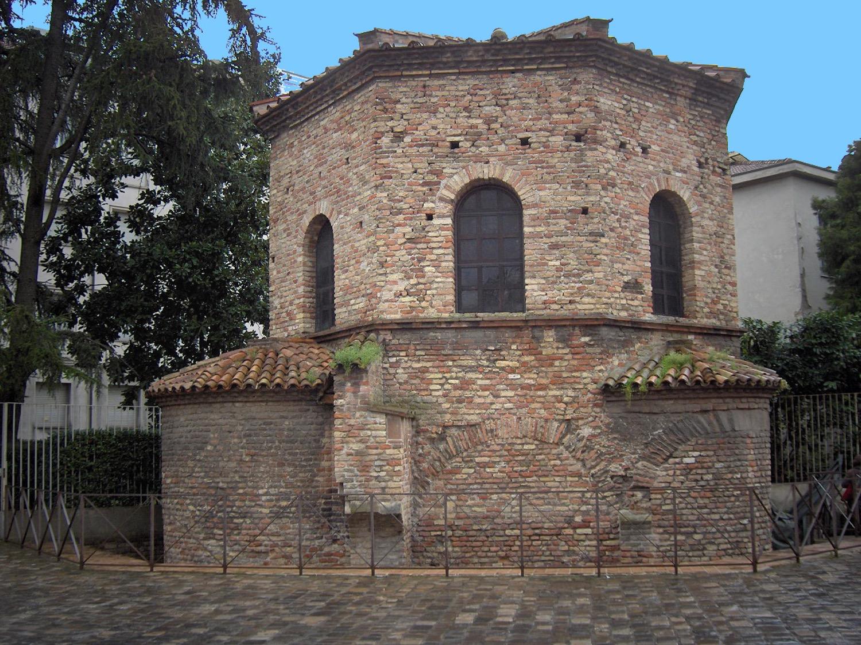 Церковь Святого Духа и Крещальня арианцев