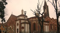 Side_view_of_Saint_Eustorgius_Church_in_Milan